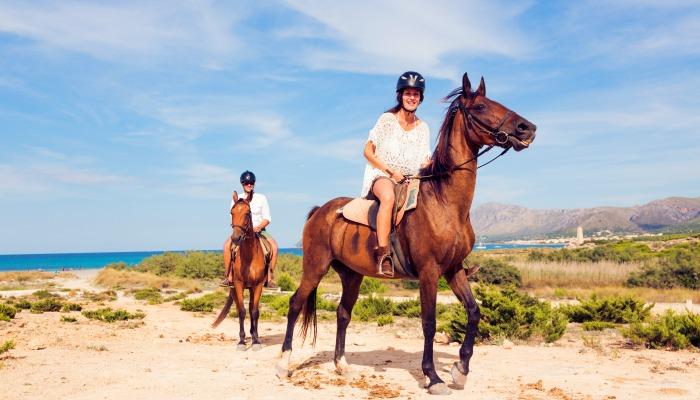 horseridingcouple